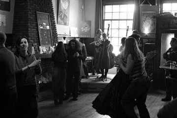 folkfestival-bal in kaffee lambiek